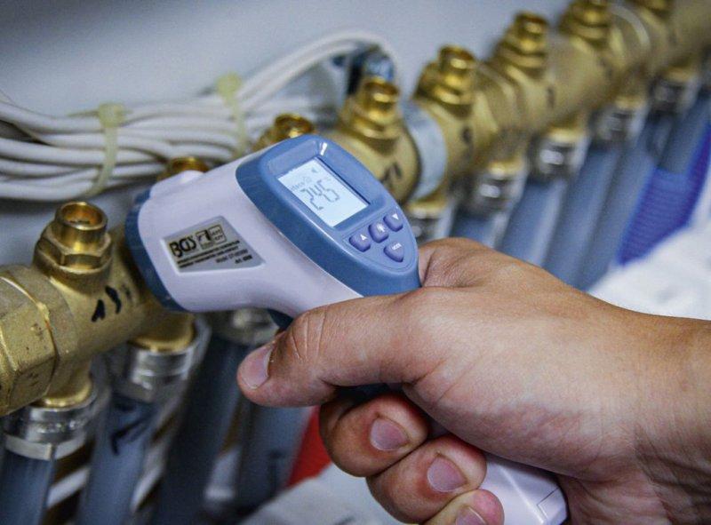 Termometru digital infrarosu BGS, corporal 32 ÷ 43°C, suprafete 0°C ÷ +100°C